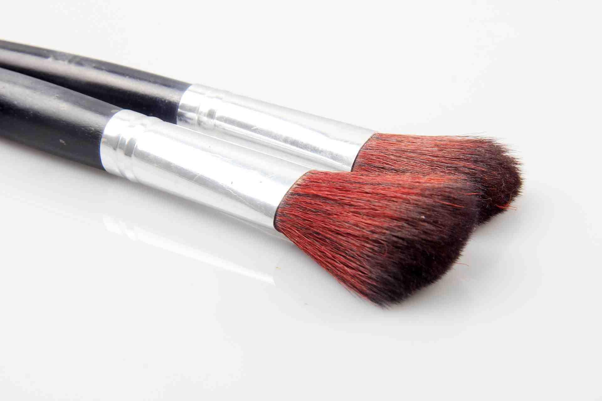Comment utiliser le pinceau kabuki ?